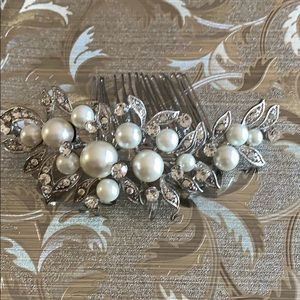Accessories - Bridal pearl hair clip with crystals